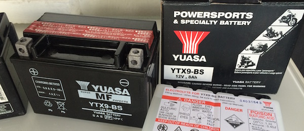 Installing the Yuasa YTX9-BS Battery on Pulsar 200NS