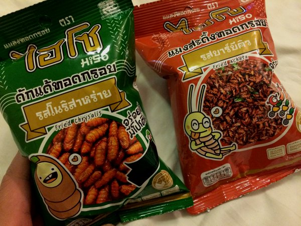 And I got myself some local snacks. Hee hee...