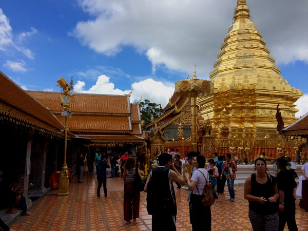 Finally! Reached the peak of Wat Phra That Doi Suthep! The entire temple was decorated in gold (as in the color, not the metal). And together with the mid-day sun, it was quite overwhelming on the eyes.