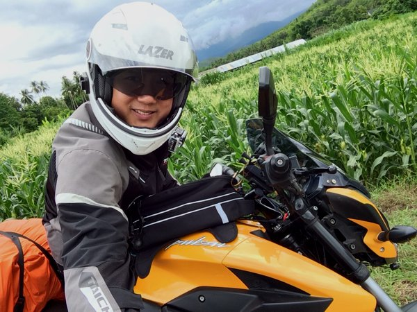 Couldn't resist a wefie moment. Me, my bike, and a corn-ny background in a corny pose.