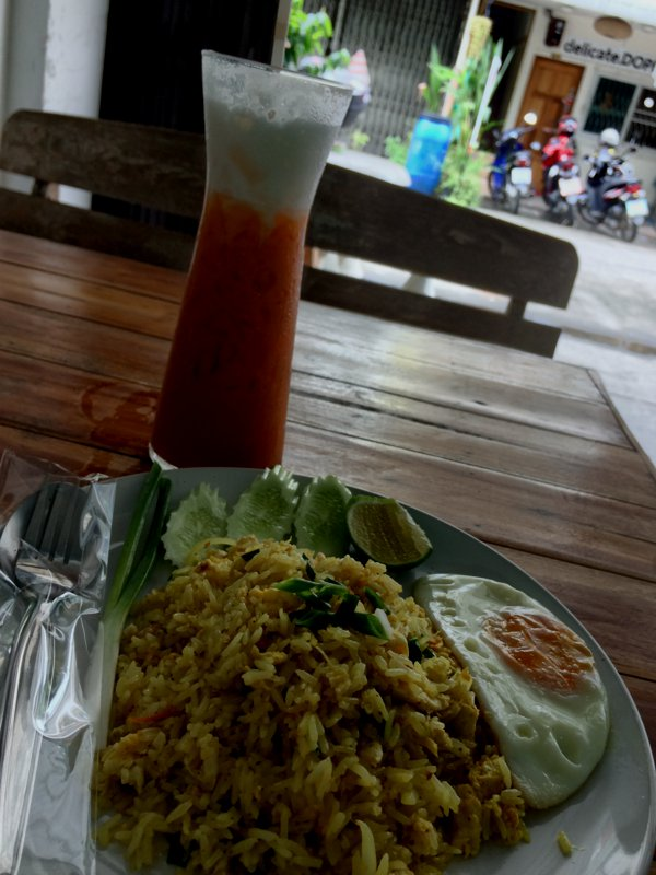 Couldn't find breakfast. So I settled for food at a cafe that sells Thai food typically consumed for lunch and dinner. That's fried rice with curry powder and chicken, and a glass of Thai iced-tea.