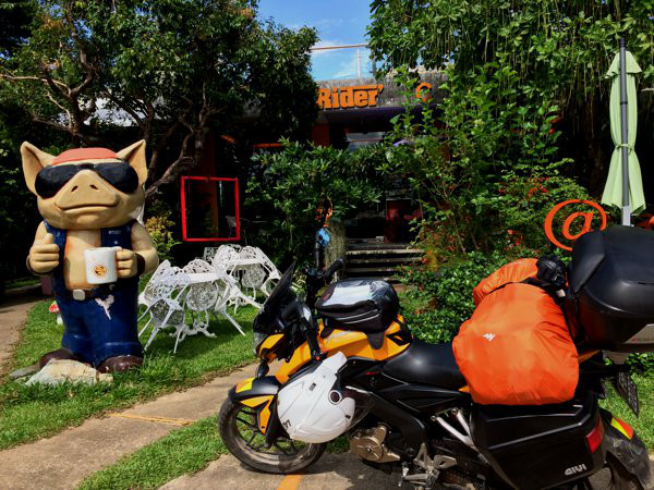 I arrived Chiang Khong in the late afternoon and had lunch at Rider's Cafe.