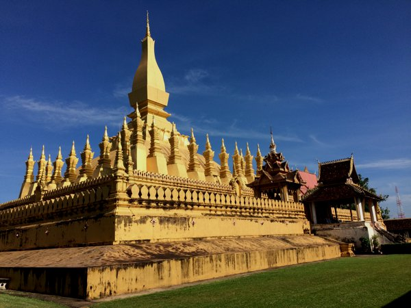 Another view of Pha That Luang.