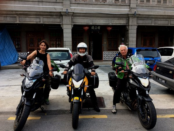 We had to take this group shot before we parted! Their two Thai-registered Honda CB500x flanking my Pulsar 200NS.