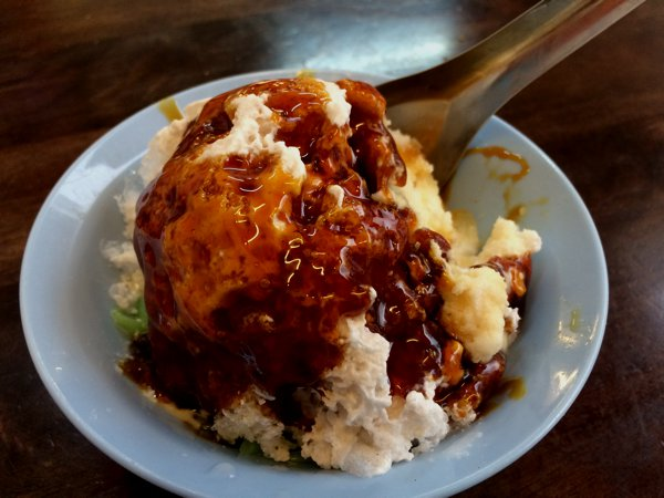 You shouldn't miss the iced-dessert Nonya Chendol when in Malacca. The brown sauce is made of palm sugar (gula melaka), and although visually un-enticing, tastes really really good!
