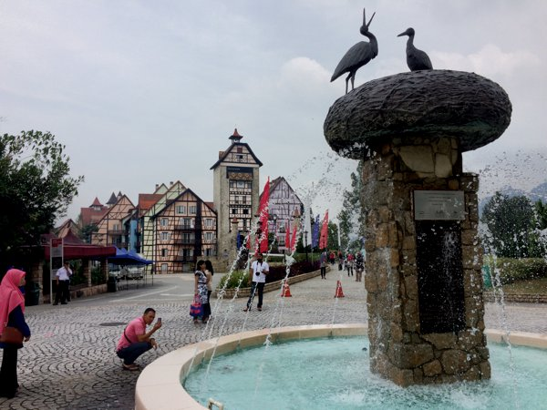 The main fountain in Colmar Tropicale.