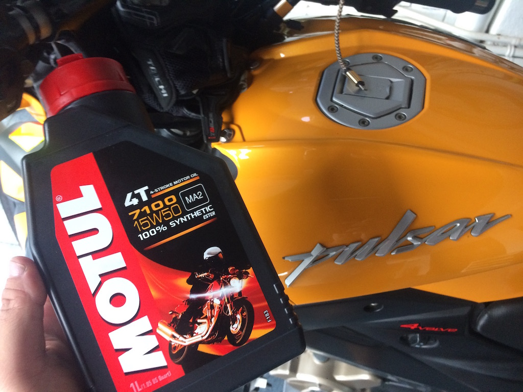 Motul 7100 instead of 300V for my Pulsar 200NS
