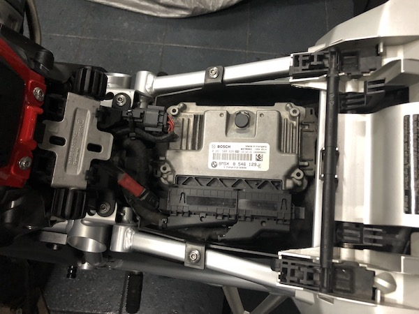 Wiring up for power on the BMW R1200GS LC – Ramblings of a ... on